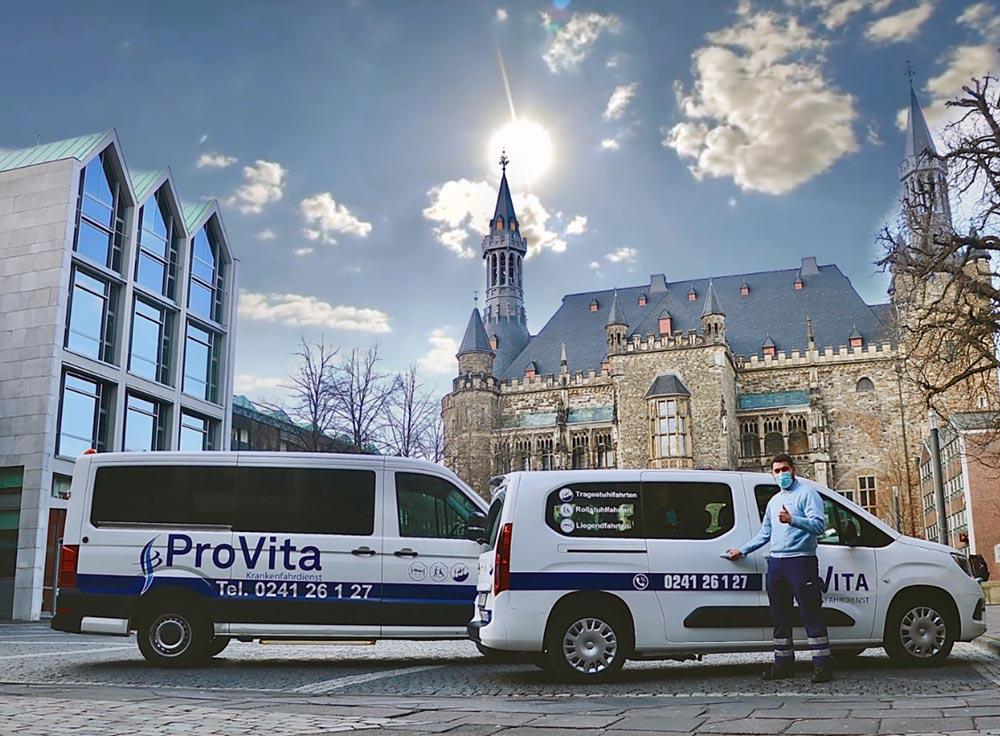ProVita Krankenfahrdienst Fahrer mit Autos am Katschof vor Aachener Dom und Rathaus